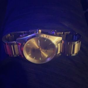 A gold watch perfect shape
